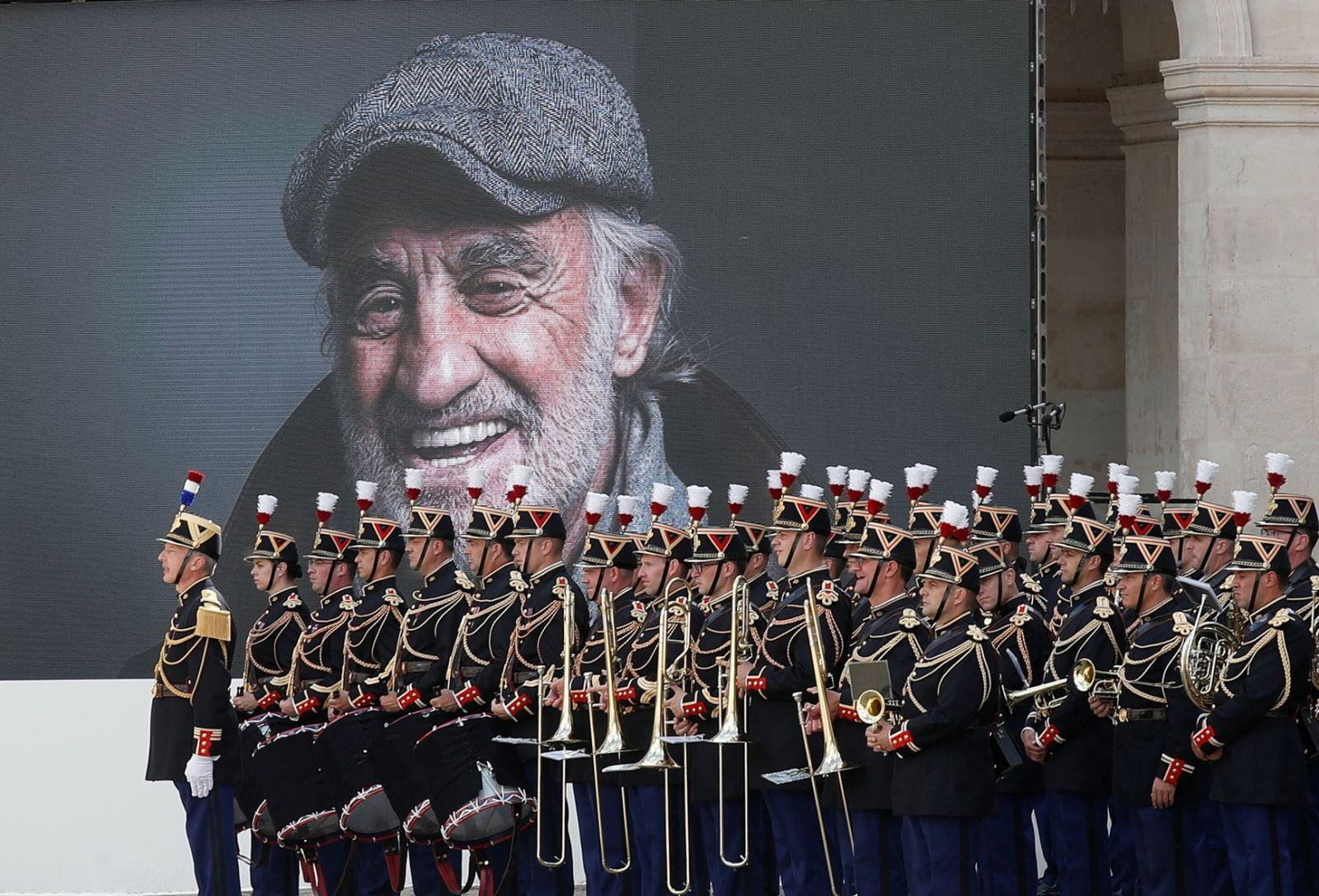 Nước Pháp nghẹn ngào tiễn biệt huyền thoại Jean-Paul Belmondo