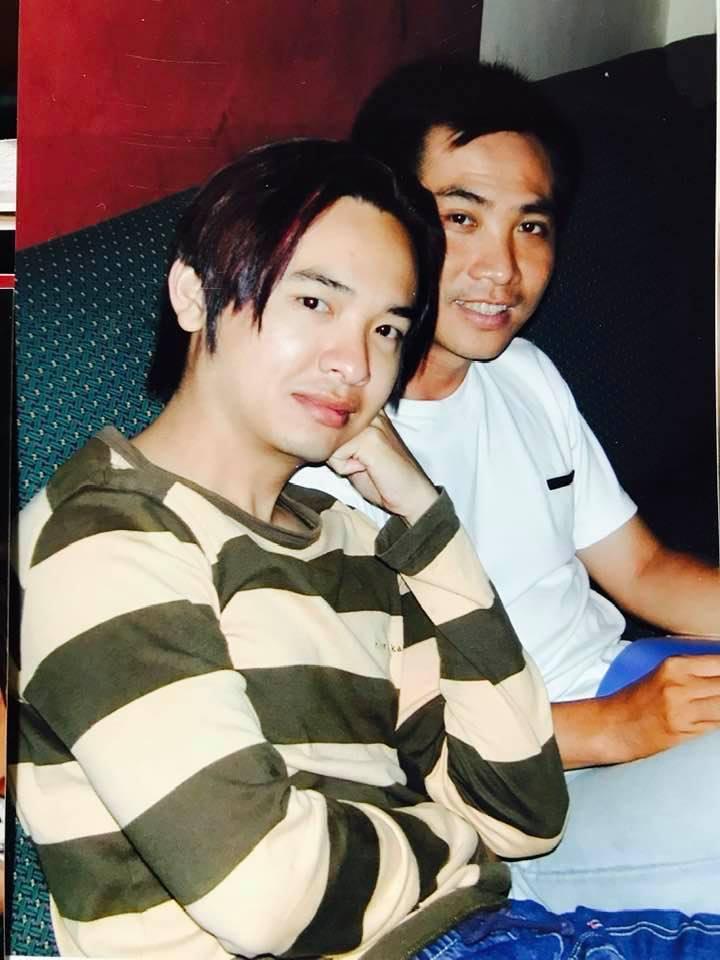 Hình ảnh quen thuộc của ca sĩ Việt Quang lúc nổi tiếng