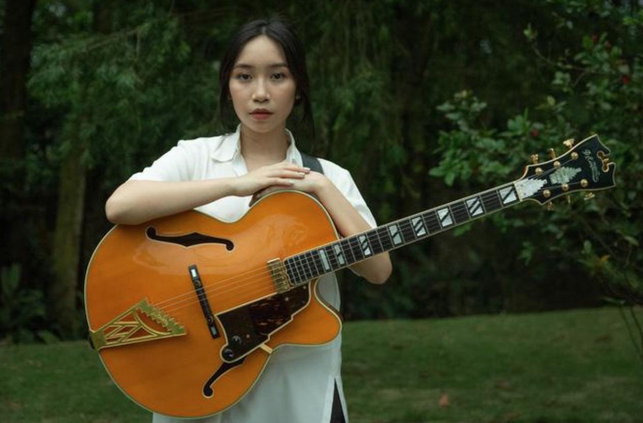 Mỹ Anh được đánh giá là nữ nghệ sĩ Gen Z Việt Nam có nhiều khả năng nổi trội như chơi nhạc cụ, sáng tác, hòa âm phối khí và trình diễn với giọng ca tốt  NSCC