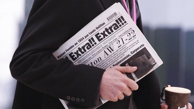 Độc đáo chiếc túi Louis Vuitton in hình tờ báo giá 50 triệu đồng