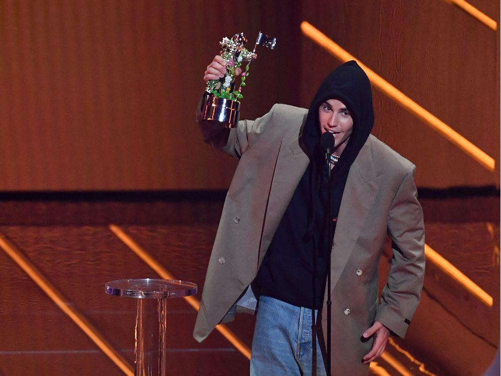 Lil Nas X, Justin Bieber thắng lớn tại VMAs 2021