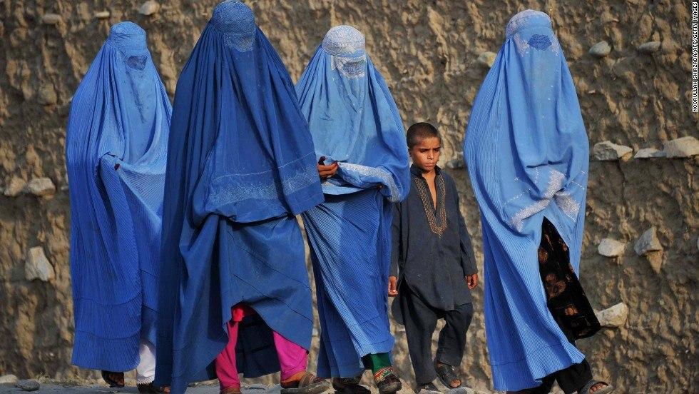 Trang phục che kín từ đầu đến chân của phụ nữ Afghanistan  ẢNH: WIKICOSTUMES