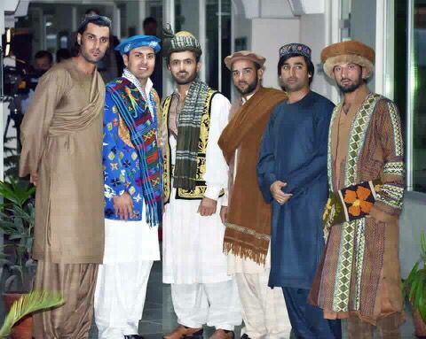 Vì sao đàn ông Afghanistan thích... mặc váy?
