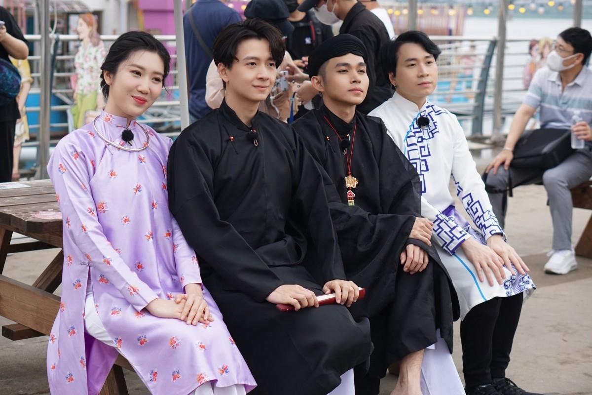 """Hé lộ ảnh hậu trường dàn cast """"Running man Vietnam"""" tại Hàn Quốc"""