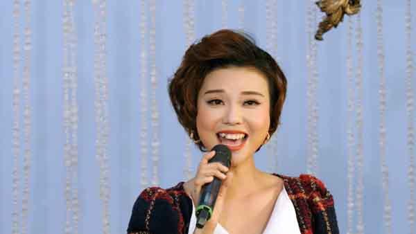 """Thái Bảo gợi lại hình ảnh năm 16 tuổi của """"Nữ hoàng nhạc Pháp"""" Thanh Hoa"""