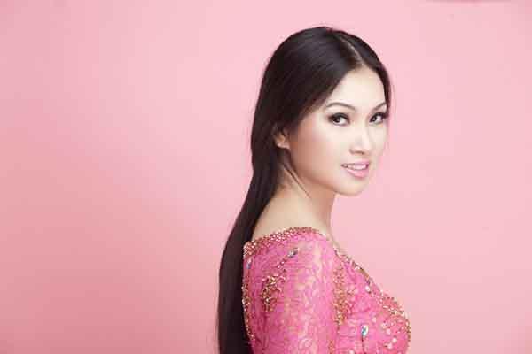 Ca sĩ Hà Phương ủng hộ người dân Tp.HCM hơn 120 tấn lương thực