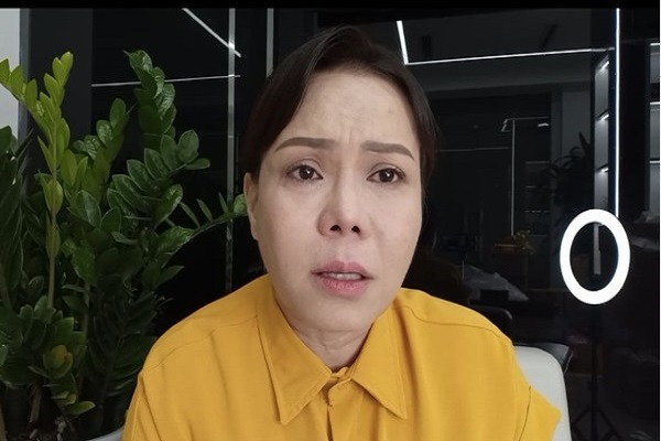 Việt Hương bật khóc khi bị xúc phạm, lăng mạ vì làm từ thiện