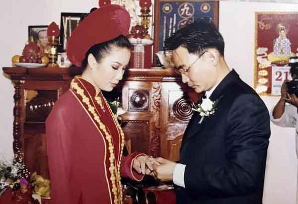 Trịnh Kim Chi hé lộ ảnh cưới cách đây 21 năm với chồng doanh nhân