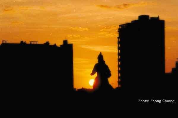 Bộ ảnh chụp tượng đài Đức Thánh Trần Hưng Đạo của Nhà nhiếp ảnh Phong Quang