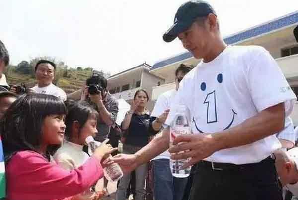 Lý Liên Kiệt lao đao khi từ chối sao kê vụ quyên góp từ thiện ở Tứ Xuyên
