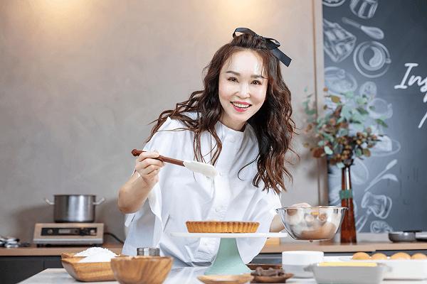'Tiểu Long Nữ' Phạm Văn Phương mở tiệm bánh ngọt theo lời khuyên của ông xã