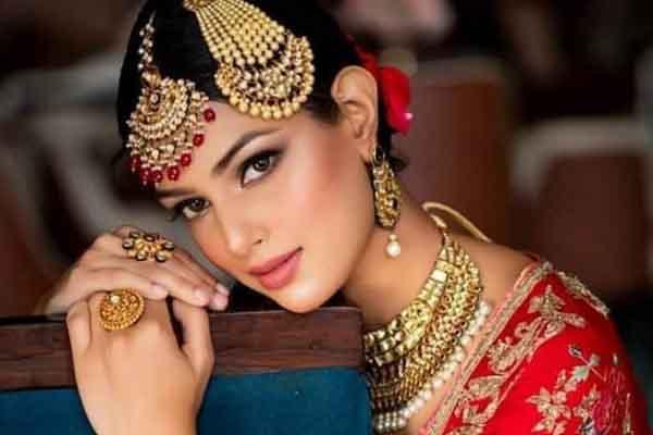Nhan sắc siêu quyến rũ của Tân Hoa hậu Hoàn vũ Ấn Độ 2021