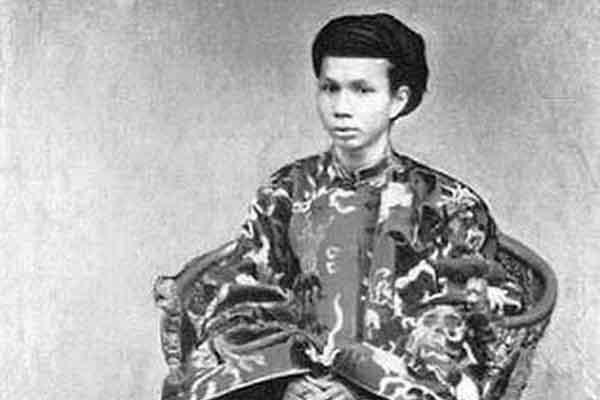 Vị vua triều Nguyễn nào bị sĩ tử công khai không chấp nhận?