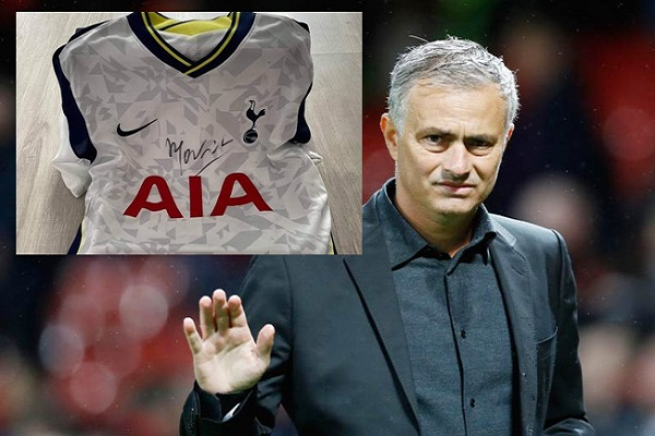 Áo đấu có chữ ký HLV Jose Mourinho được đấu giá cho bệnh nhân Covid-19