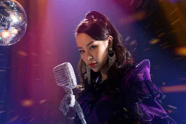Phí Phương Anh chuyển hướng làm ca sĩ, khán giả bình luận: 'Thật can đảm!'