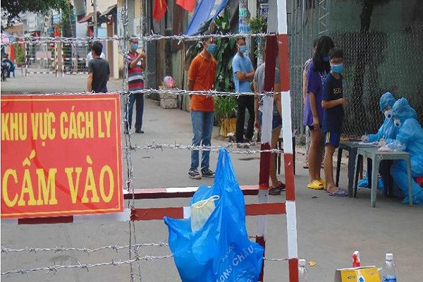 TP.HCM: Phát hiện mẹ của 1 nhân viên làm việc tại sân bay Tân Sơn Nhất mắc COVID-19