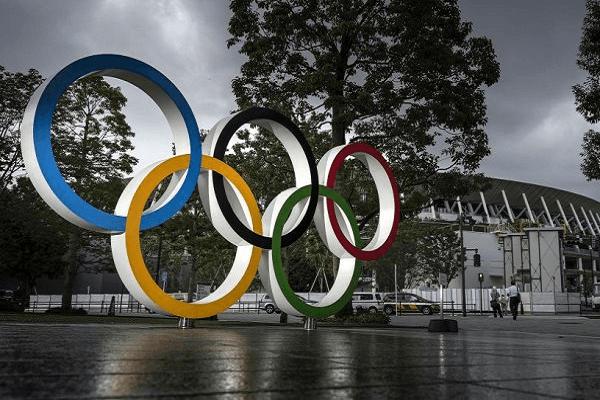 Olympic Tokyo 2021: Yêu cầu giữ khoảng cách nhưng lại phát bao cao su