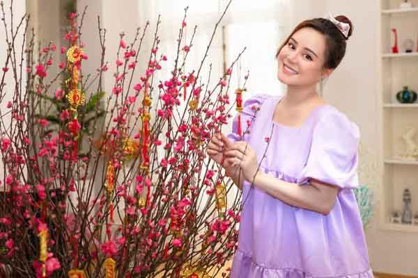 Ca sĩ Vy Oanh đón Tết ấm cúng bên gia đình