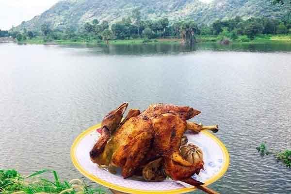 Gà đốt lá chúc - món ăn vào Top 100 đặc sản Việt Nam