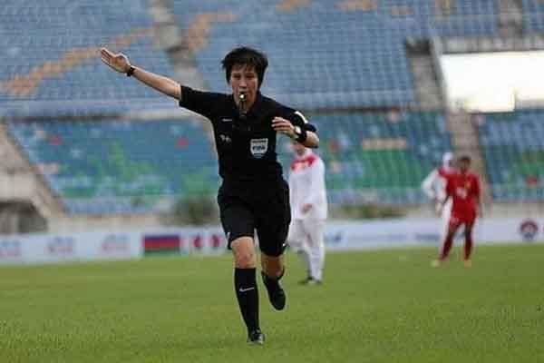 Nữ trọng tài duy nhất tại giải U.19 Quốc gia: Từng cầm còi trước hàng vạn người Triều Tiên