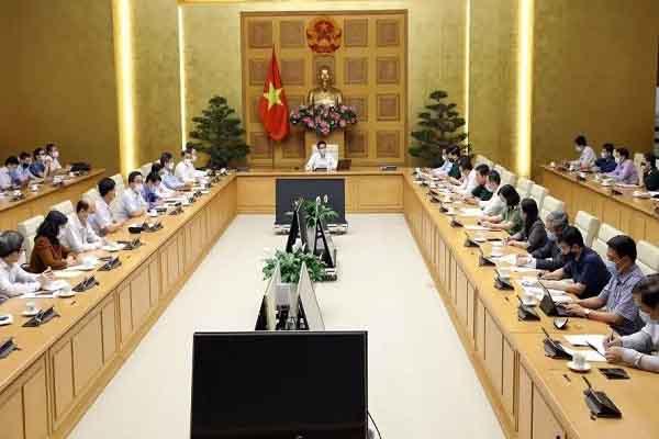 Phó Thủ tướng: Kiều bào hạn chế đi lại, các tỉnh muốn giãn cách xã hội cần trao đổi với tỉnh lân cận
