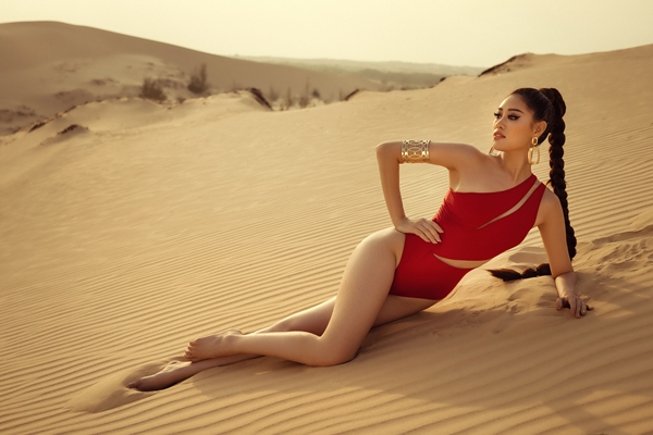 Hoa hậu Khánh Vân khoe vóc dáng nóng bỏng trước thềm Miss Universe