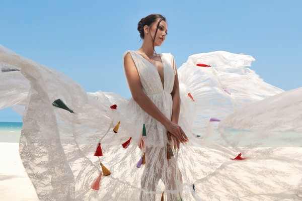 Diện váy đi biển siêu quyến rũ như Á hậu Kim Duyên