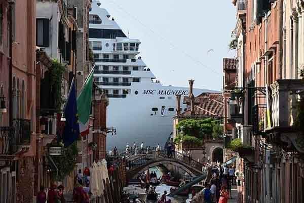 Ý ra lệnh cấm tàu du lịch cập bến TP.Venice