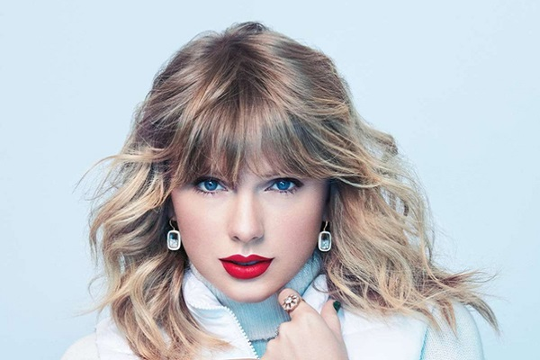 Taylor Swift lập kỳ tích khủng với album tái bản Fearless