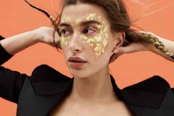 Siêu mẫu 'sexy nhất hành tinh' Hailey Bieber diện nội y bằng vàng ròng