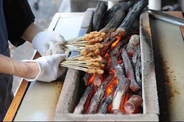 Độc đáo tiệm bánh mochi nướng hơn nghìn năm tuổi ở Nhật Bản