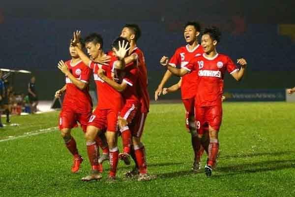 SLNA đại thắng 5-3 trong trận 'thủy chiến' với Hà Nội