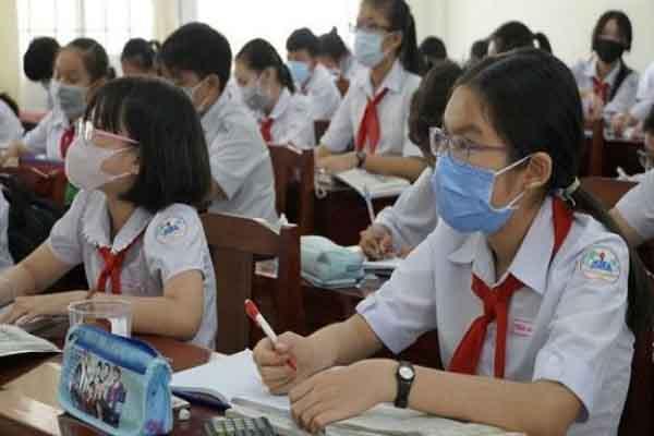 TP.HCM cho học sinh lớp 9 và 12 trở lại trường ôn tập
