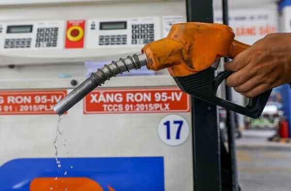 Bộ Công Thương yêu cầu hạn chế tăng sốc giá xăng dầu