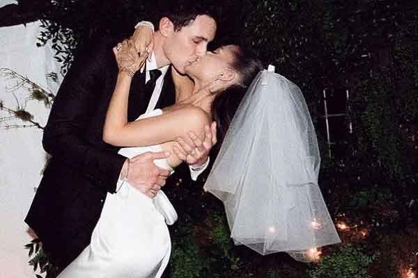 Bộ ảnh cưới của Ariana Grande 'gây bão' Instagram