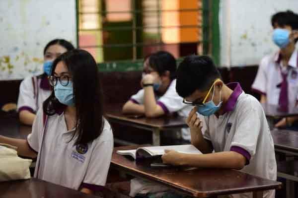 Các lớp cuối cấp tại TP.HCM chuyển qua dạy học trực tuyến để phòng chống COVID-19