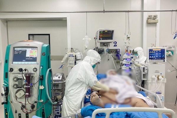 TP.HCM: 2 bệnh nhân COVID-19 nguy kịch thoát 'lưỡi hái thần chết'