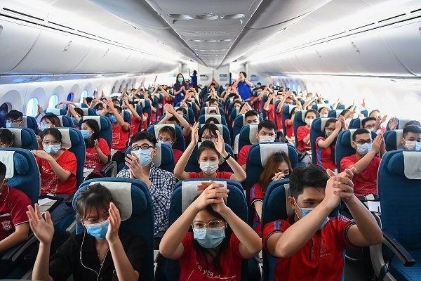Hàng trăm cán bộ, sinh viên y Hà Nội vào Bình Dương chống dịch