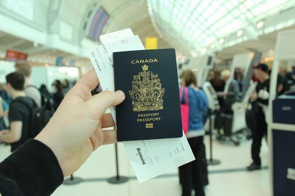 Hộ chiếu gắn chip điện tử hữu ích cho du khách như thế nào?