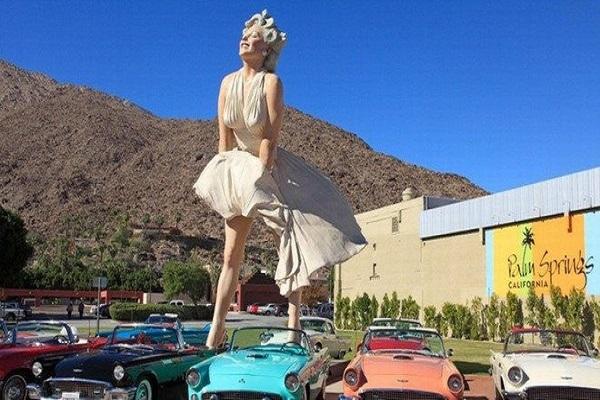 Bị phản đối vì quá gợi dục, bức tượng Marilyn 'tốc váy' vẫn được đặt nơi công cộng