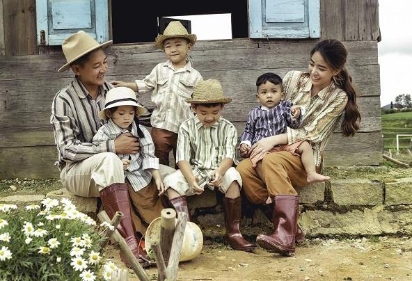 'Tan chảy' trước bộ ảnh gia đình nông dân của Thanh Đạt - Hải Băng