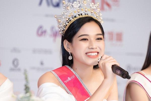 Hoa hậu Đỗ Thị Hà khẳng định không có chuyện biết trước kết quả