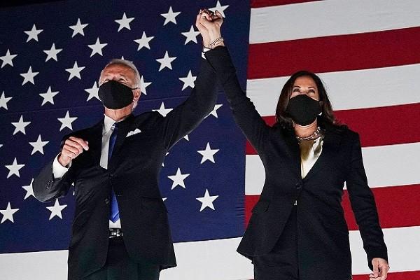Time: Joe Biden và Kamala Harris là nhân vật của năm 2020
