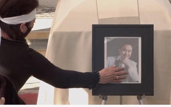Ca sĩ Phương Loan đau đớn vĩnh biệt cố nghệ sĩ Chí Tài