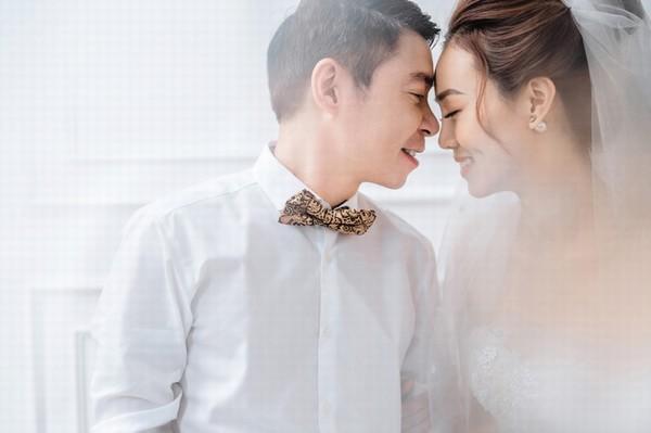 Ngắm ảnh cưới lãng mạn của NSND Công Lý và vợ trẻ kém 15 tuổi