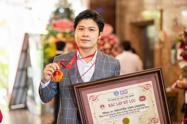 Nhạc sĩ Nguyễn Văn Chung ghi tên vào 'kỷ lục Việt Nam'