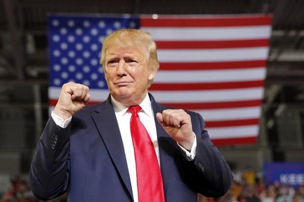 Ông Trump ca ngợi FDA vì phê duyệt khẩn cấp cách điều trị COVID-19 bằng huyết tương