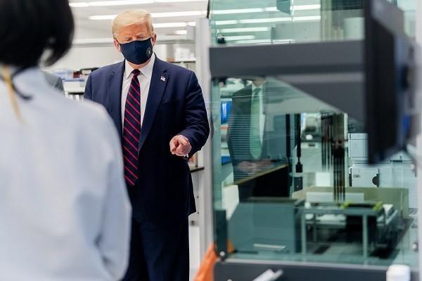 Ông Trump gây sức ép buộc FDA sớm thử vắc xin ngừa COVID-19