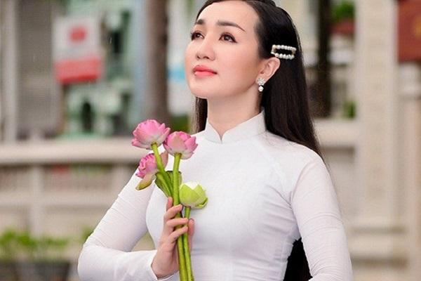 Hà Vân hát mừng ngày Vu Lan báo hiếu 2020