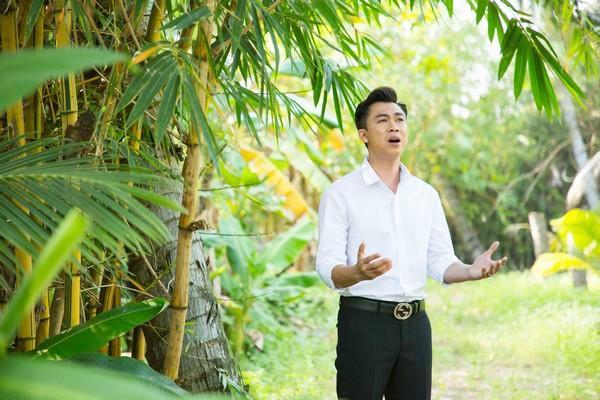 Hồ Việt Trung gây xúc động khi làm MV về mẹ trong tháng Vu Lan
